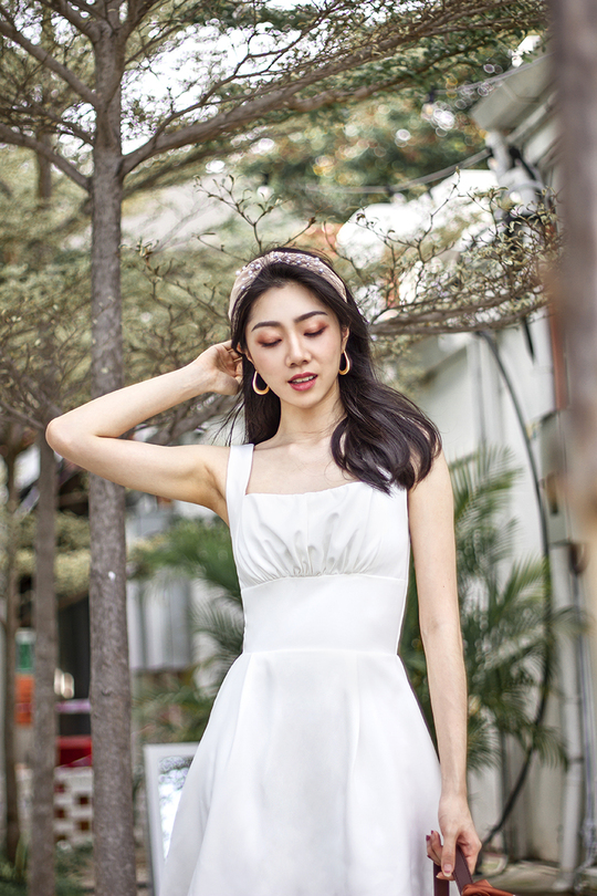 LEONA SQUARE NECK DRESS (WHITE)