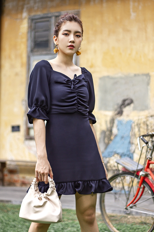 MYLIE RUCHED FRILL DRESS (NAVY BLUE)
