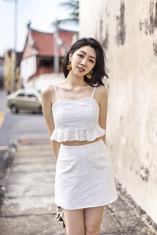 ORPHEA SWEETHEART FRILL CROP TOP (WHITE)