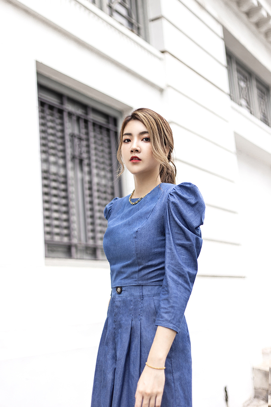 PRESLEY MUTTON SLEEVES TOP (BLUE)